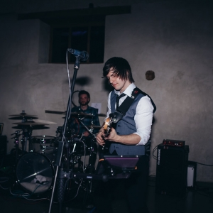 Band plays in barn