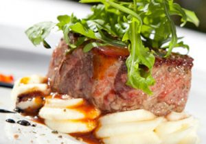 Steak with potato and rocket