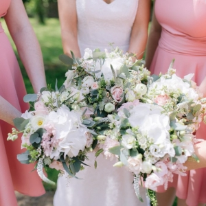 Close up of bride and maids bouquets